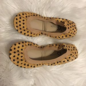 NWOT tan patent leather and black polka dot flats